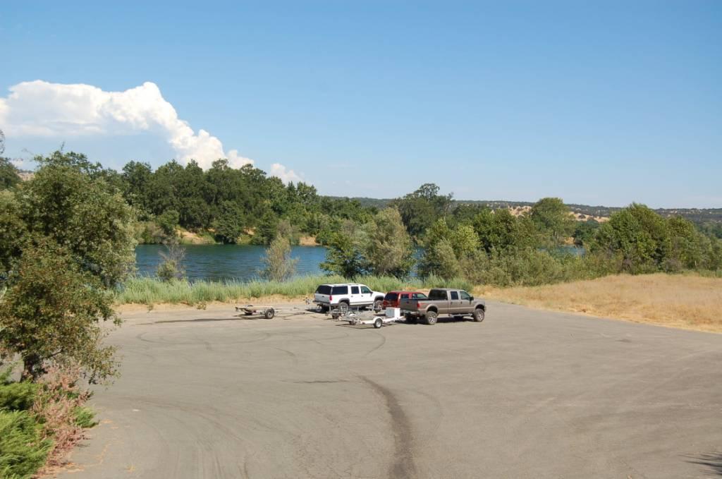 Sacramento River Private Boat launch Parking