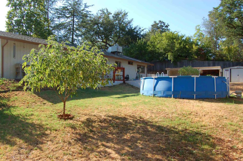 Shasta Lake Home For Sale Washington Ave Yard-2