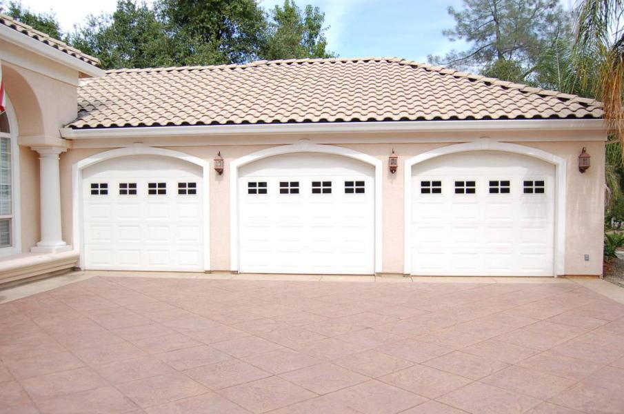 Garage Photo of Home on Tierra Heights