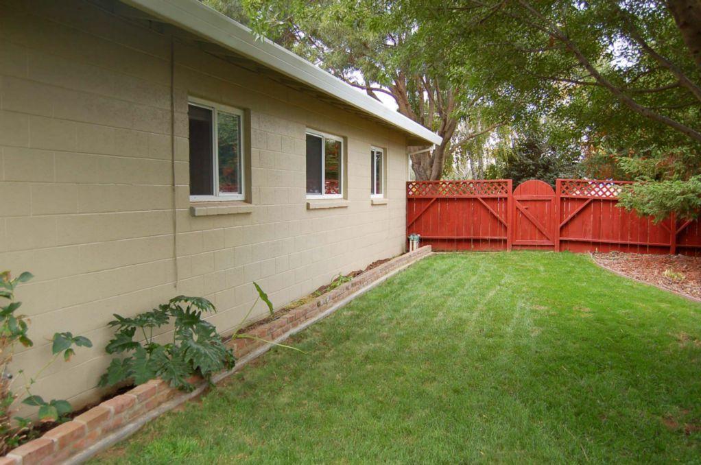 Red Bluff Homes E. Wallen Side Yard