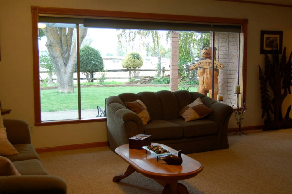 Red Bluff Homes E. Wallen Living Room