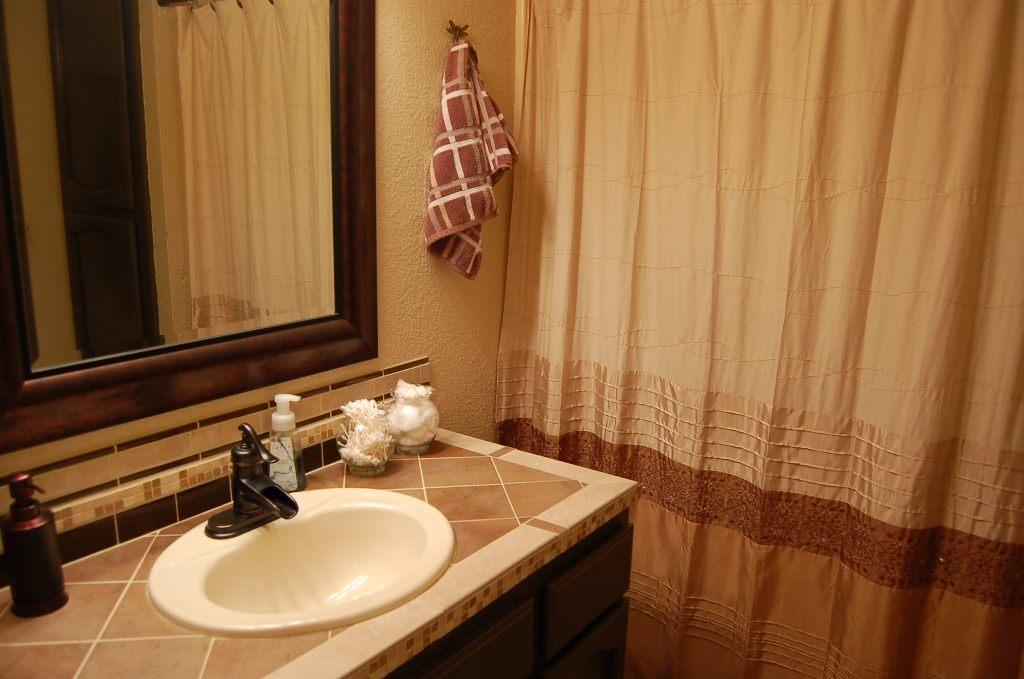 11523 Norton Ln Redding CA Bathroom