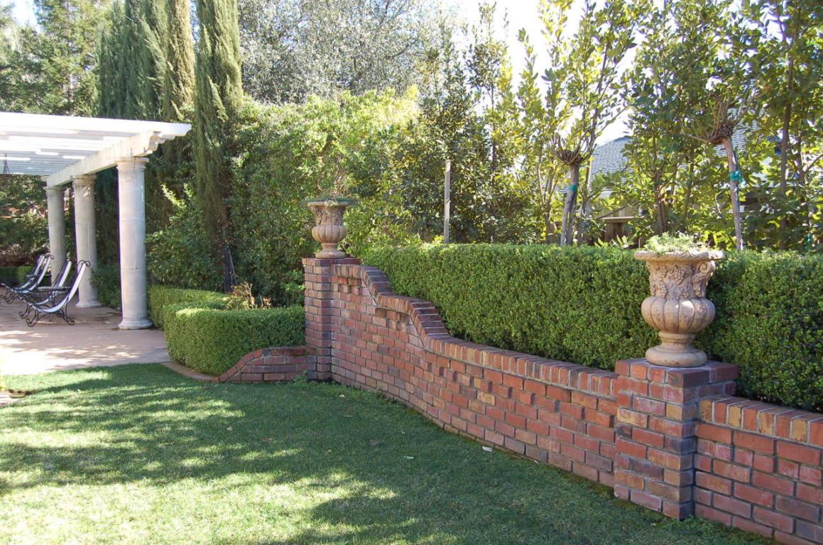 2605 Casabella Dr Redding CA Landscaping