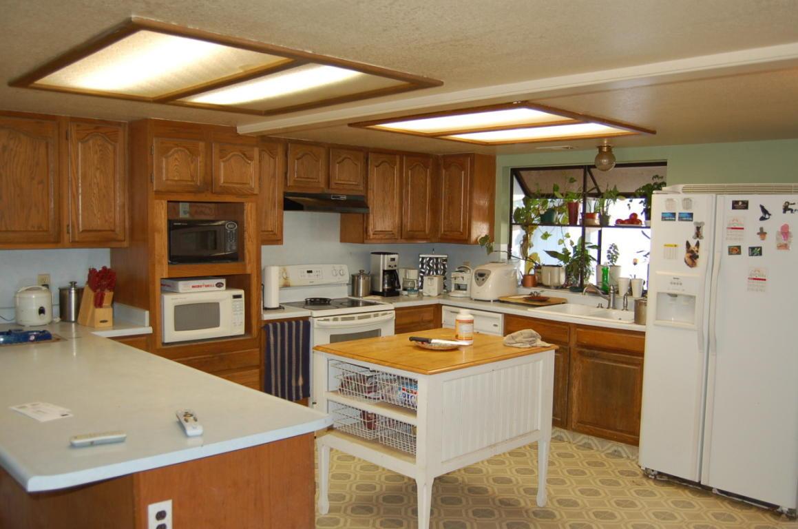 2758 Yana Ave Redding CA Kitchen