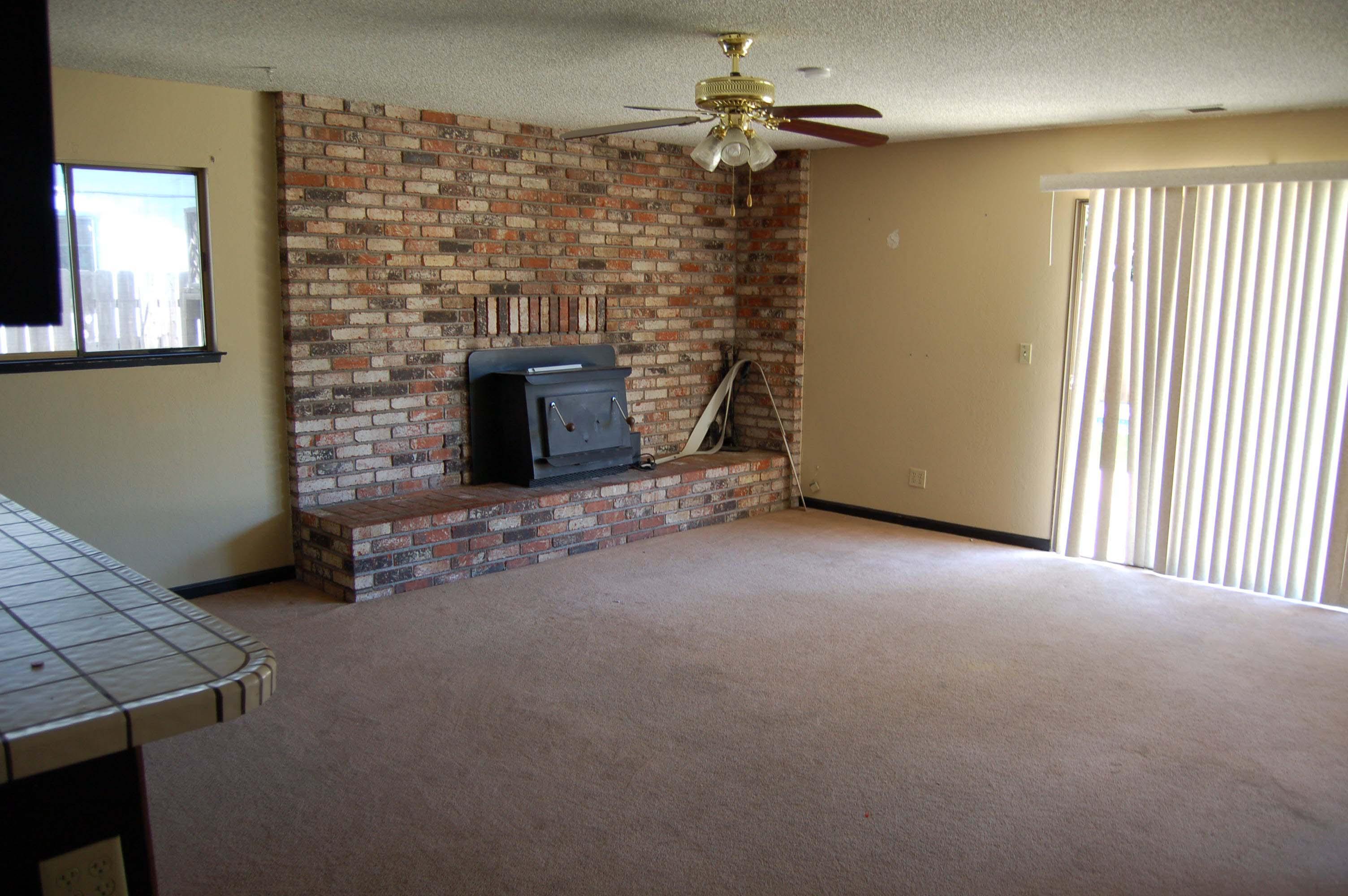 1049 Mistletoe Ln Redding CA Family Room