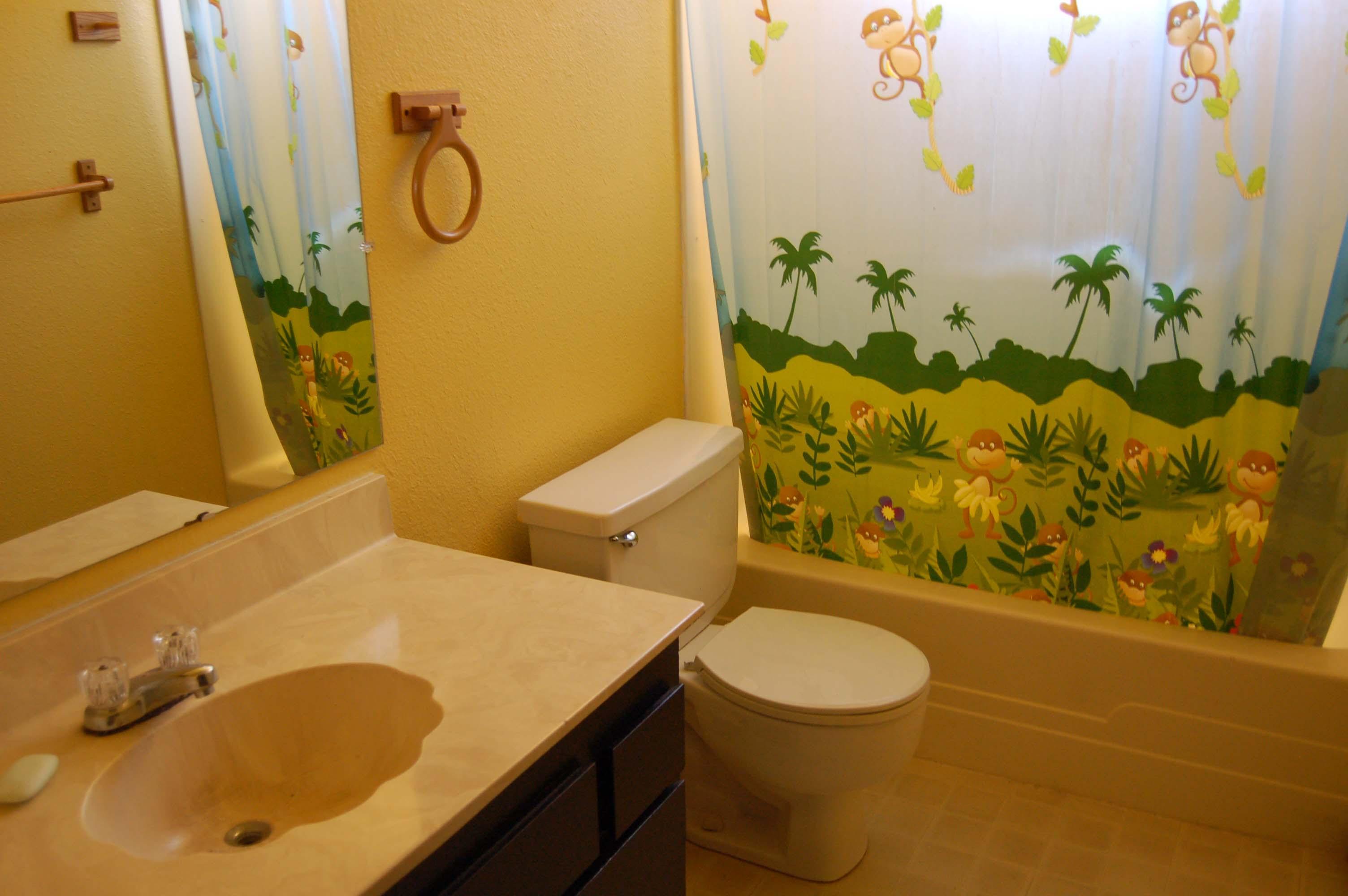 1049 Mistletoe Ln Redding CA Bath