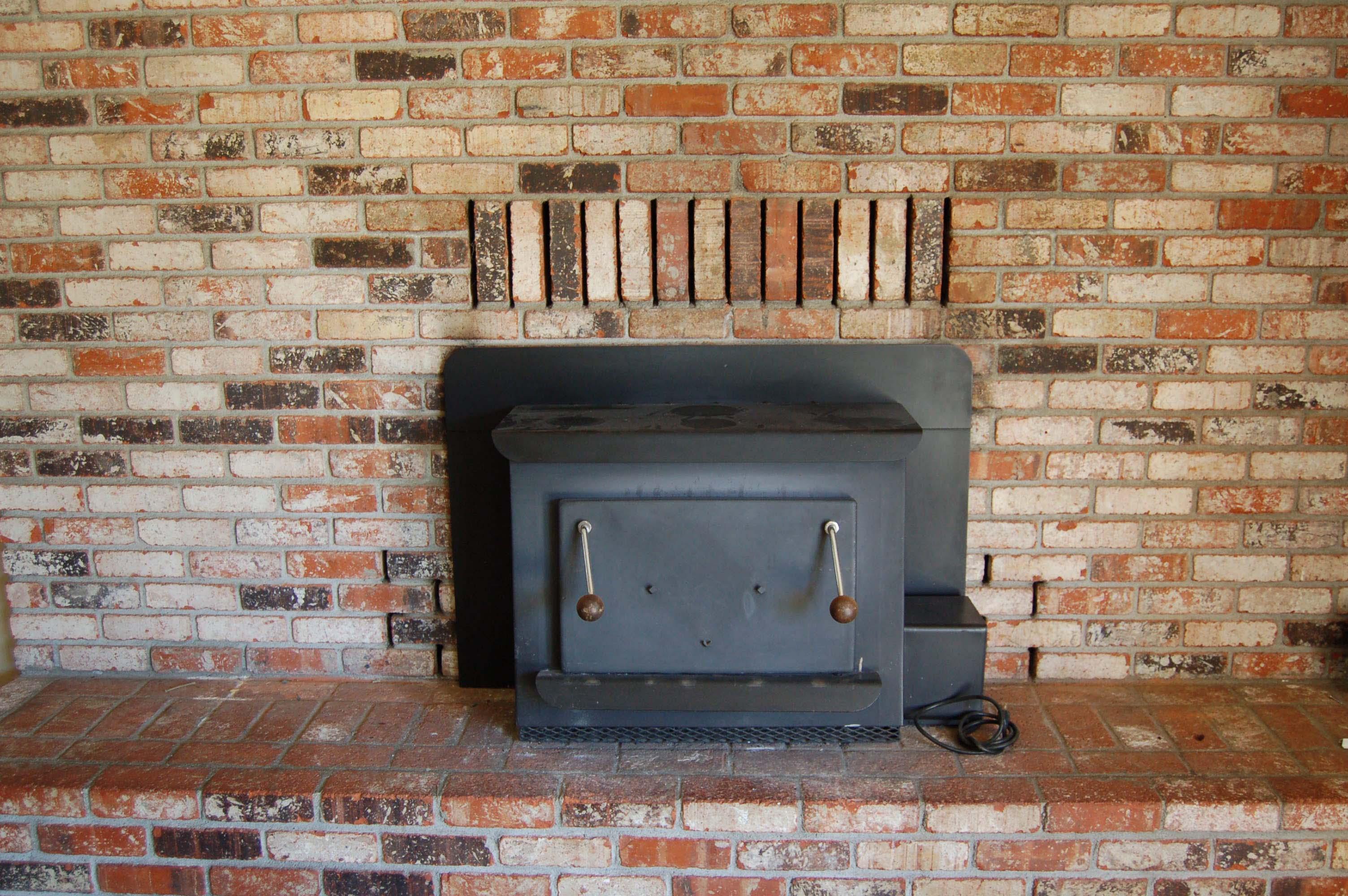 1049 Mistletoe Ln Redding CA Fireplace