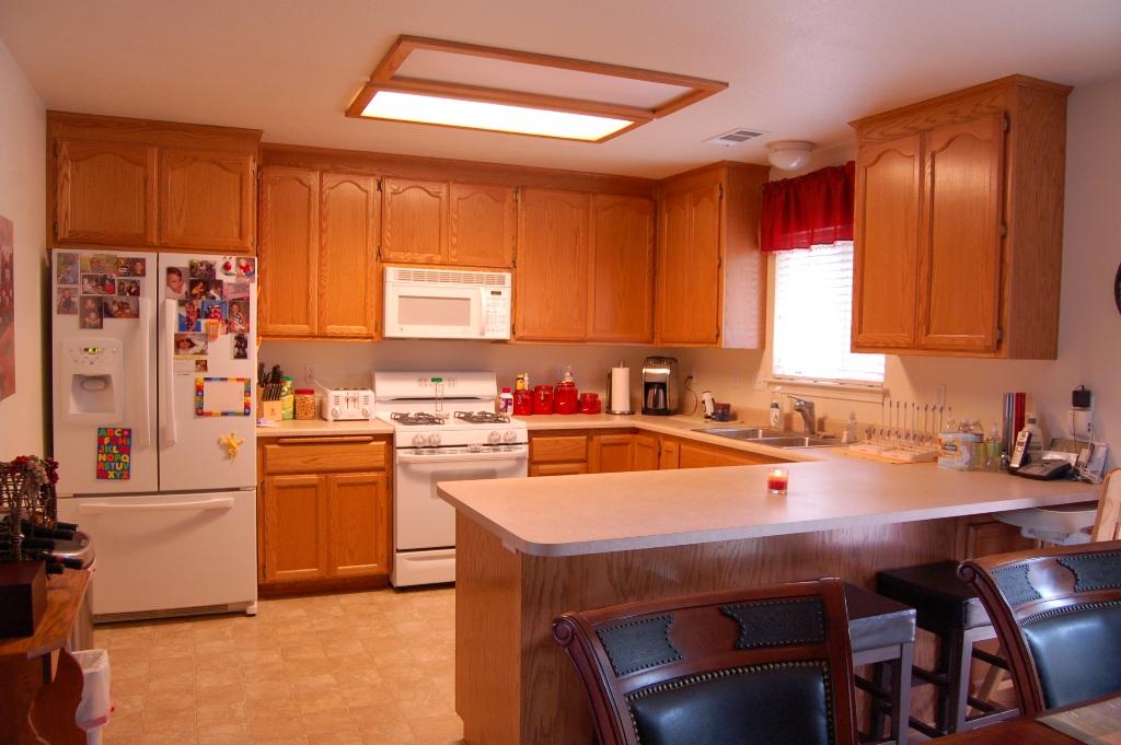 3736 Summit Dr Redding CA Kitchen