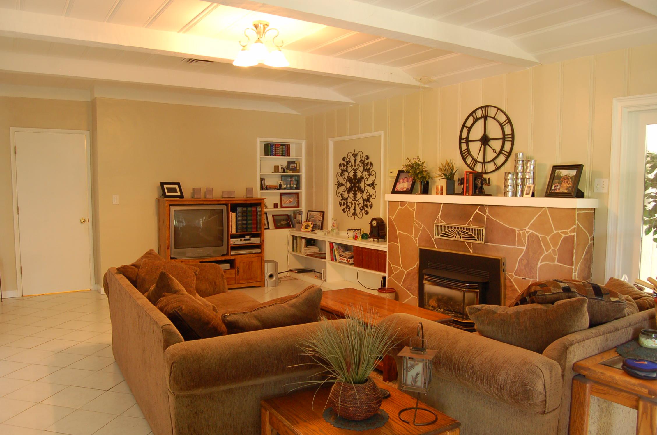 2627 Foothill Blvd Redding CA Living Room