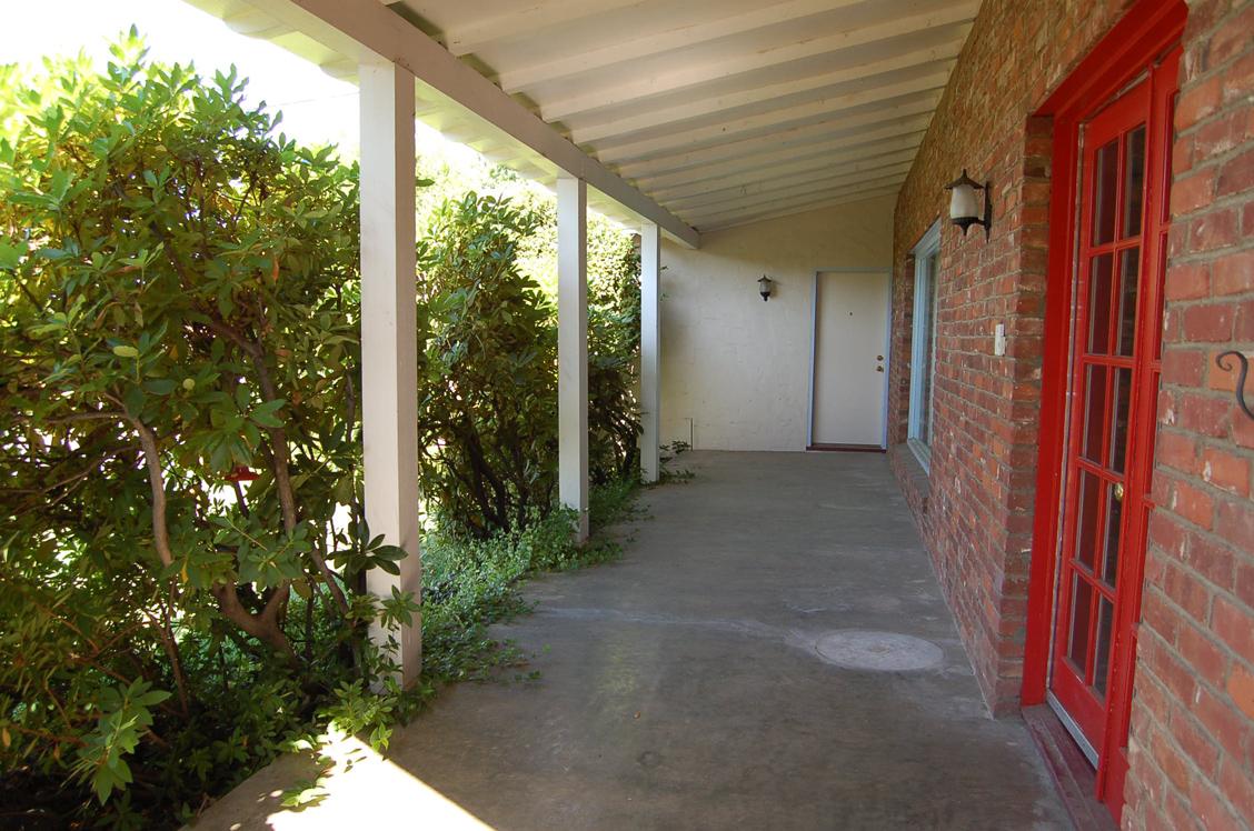 2627-Foothill-Blvd-Redding-CA_porch