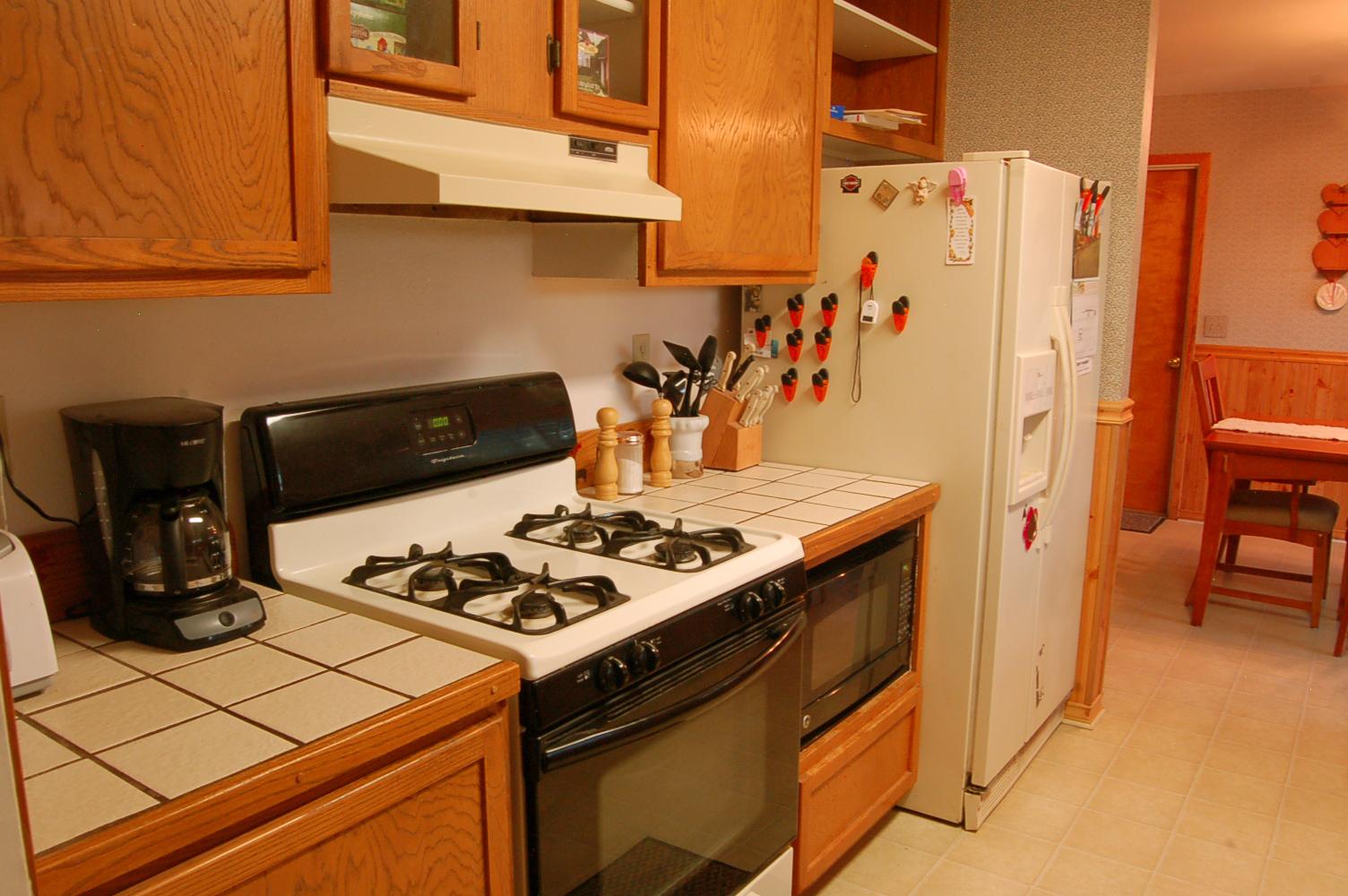 17410-Hooker-Creek-Rd-Cottonwood-CA-kitchen3