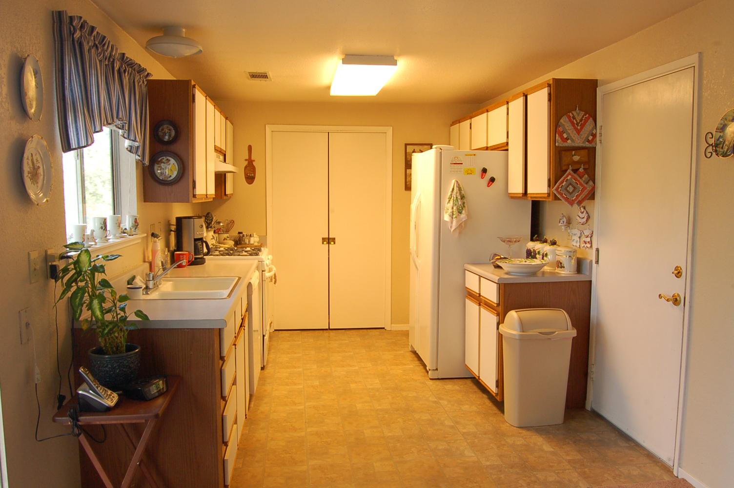 19491-Lake-California-Dr-Cottonwood-kitchen