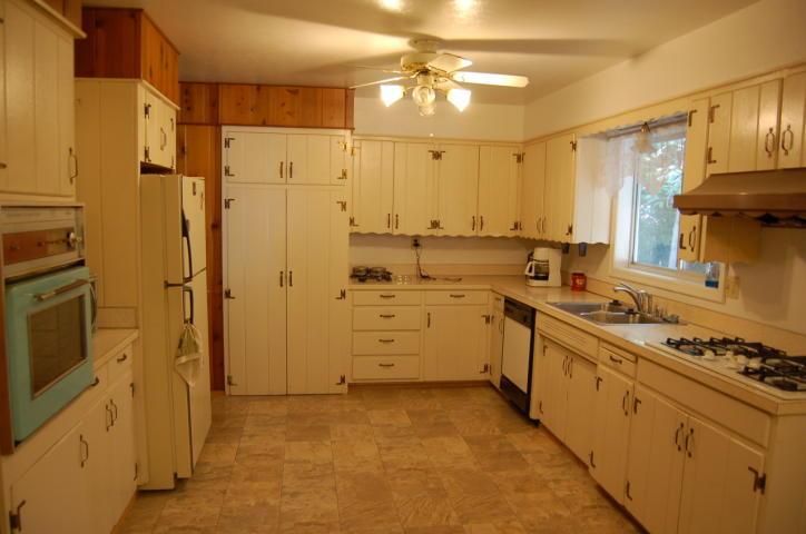 3472 Bardick Ave Anderson CA - kitchen