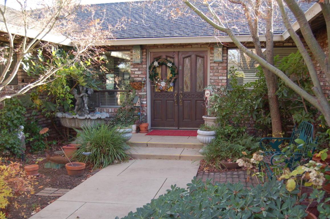 513 Royal Oaks Dr Redding Entrance