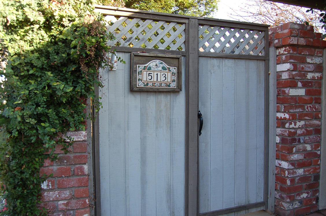 513 Royal Oaks Dr Redding Gate