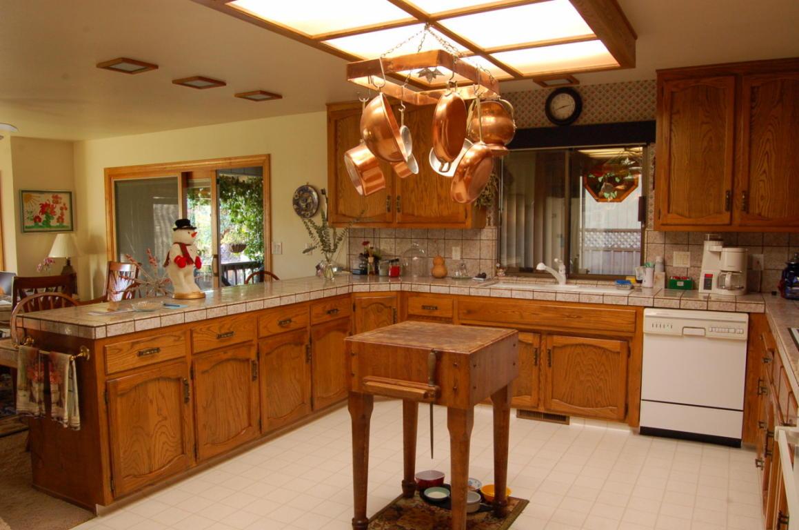 513 Royal Oaks Dr Redding Kitchen