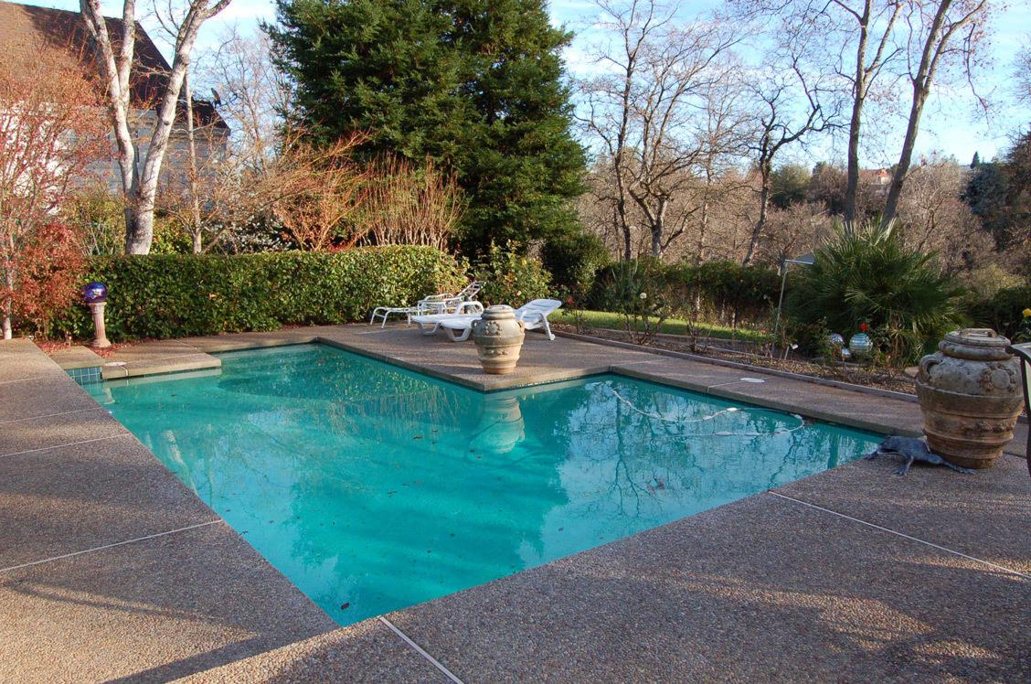 513 Royal Oaks Dr Redding Pool